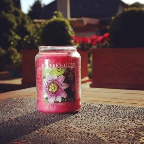 Candle-lite Revere House Jar Glass Candle With Lid 23 oz duża świeca zapachowa w szklanym słoju 185/100 mm 652 g ~ 120 h - Paradise Flower