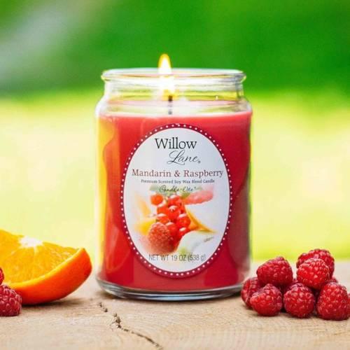 Candle-lite Willow Lane duża sojowa świeca zapachowa w szklanym słoju 538 g - Mandarin & Raspberry